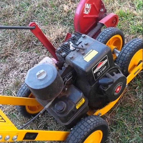 Close up of McLane 801 5.50GT Gas Powered Lawn Edger